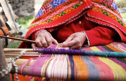 peru traditional weaving