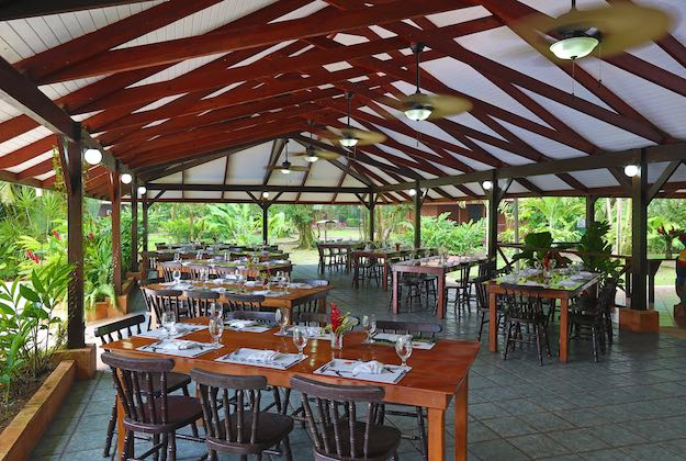 mawamba lodge tortuguero dining area