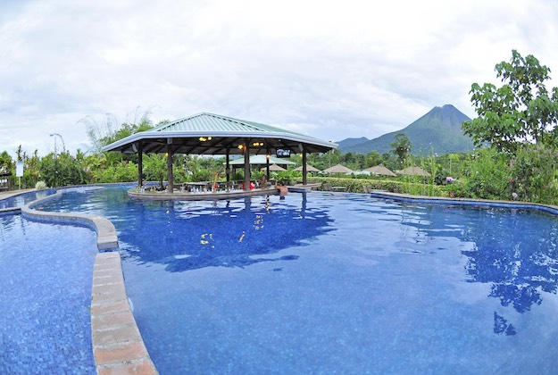 arenal manoa hotel costa rica pool
