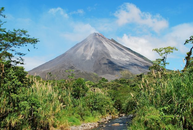 arenal volcano costa rica featured image