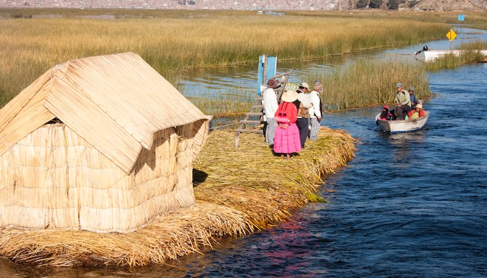 floating uros islands peru