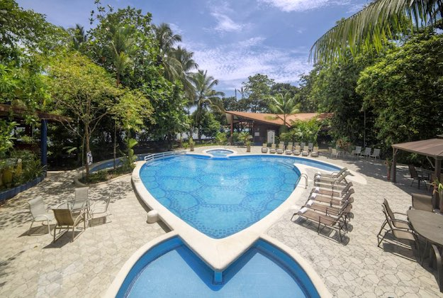 aninga lodge tortuguero outdoor pool