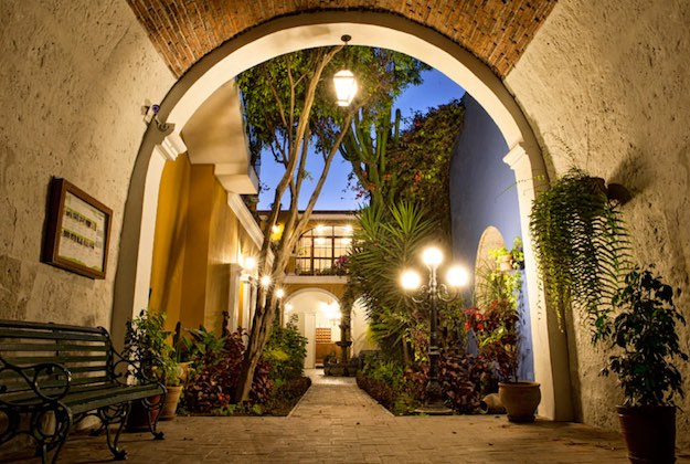 la hosteria arequipa courtyard at night