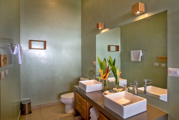 lagarta lodge jungle suite bathroom