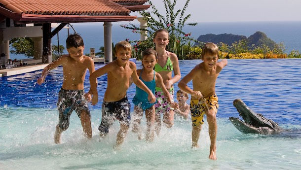 children playing in hotel pool parador costa rica