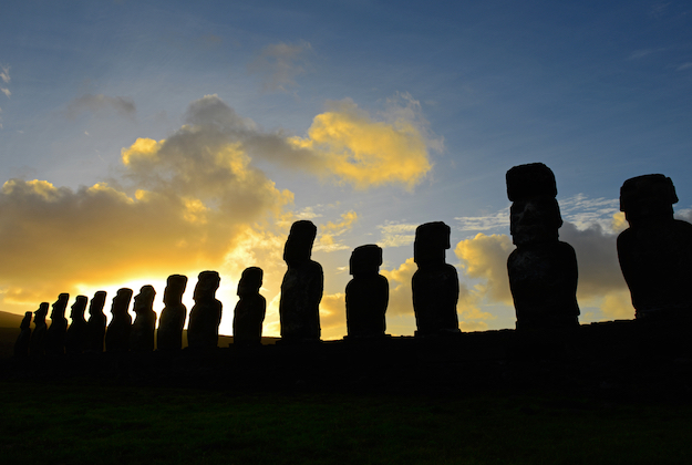 Ahu Tongariki at sunrise easter island