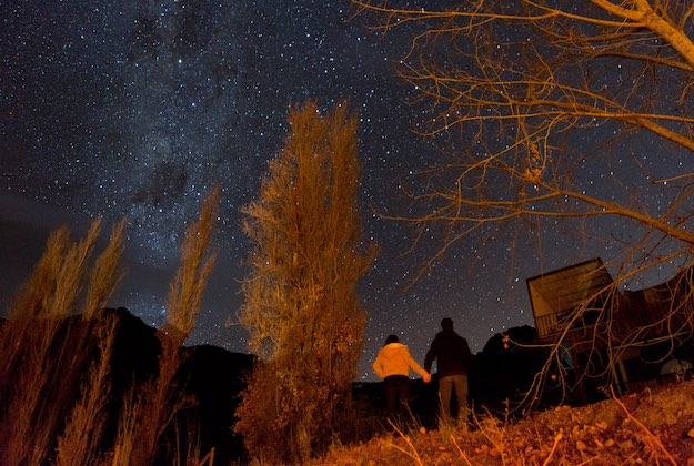couple star gazing elqui valley chile