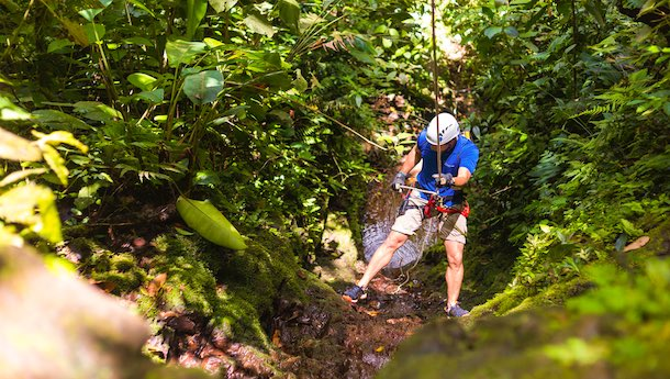 rappelling at pacuare lodge