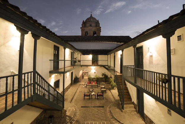 abittare hotel cusco courtyard at night