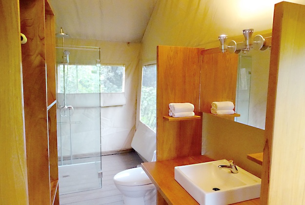 scalesia lodge galapagos bathroom