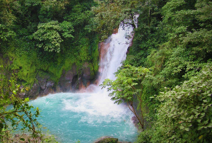 Waterfall-in-Costa-Rica2